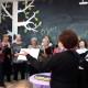 """Los coros de """"Dar Amor"""" y de """"Asociación Biblioteca de la Mujer""""."""