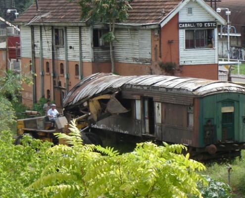 Durante muchos años el predio estuvo ocupado por vagones abandonados donde vivían indigentes.