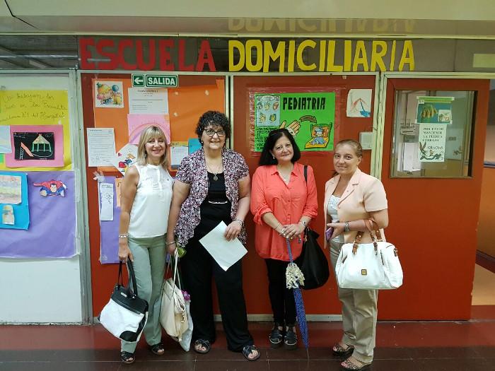 Silvana, Liliana, Marina y Fernanda, visitando las instalaciones de Pediatría.