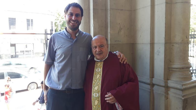 Con monseñor Antonio Aloisio, párroco de Santa Julia.