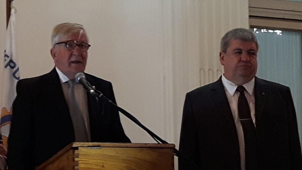 Roberto Tarzi, presidente de Rotary Caballito y Ricardo Pedace, presidente electo para el próximo período.