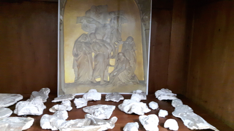 Restos arqueológicos pertenecientes al Vía Crucis de la capilla demolida.
