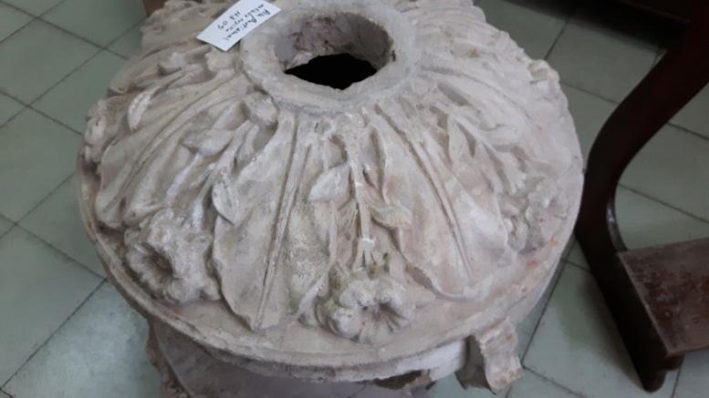 Parte de la Pila Bautismal encontrada al hallar los restos de la antigua capilla.