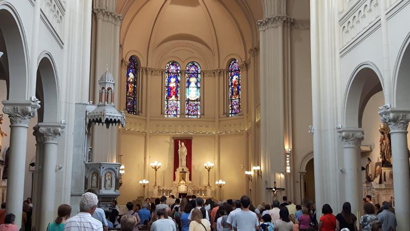 El templo, repleto de gente, estalló en aplausos