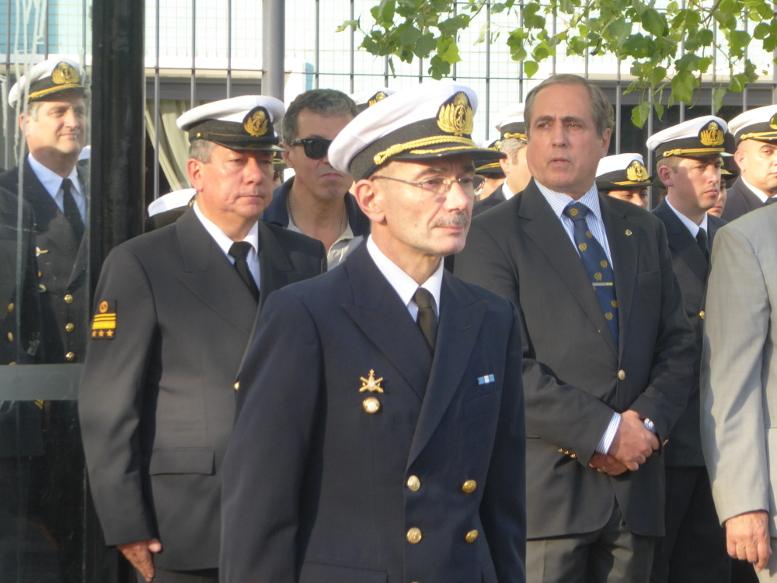 el Director del Hospital Naval Capitán de Navío Médico Don Darío Sachetti.
