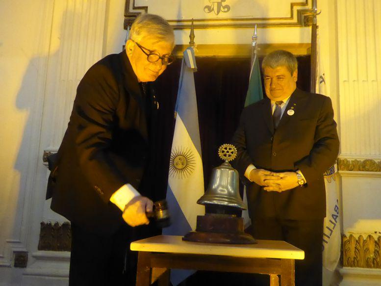 Roberto Tarzi y su último toque de campana.