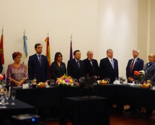 En la mesa principal, las autoridades del Centro Burgalés e invitados especiales.