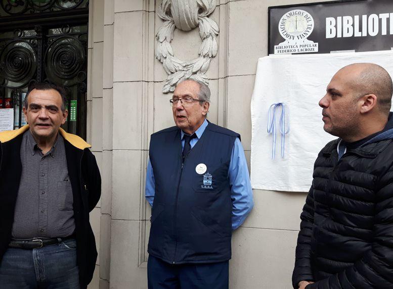 Ernesto Falzone, presenta a Aquilino González Podestá y al legislador Claudio Heredia.