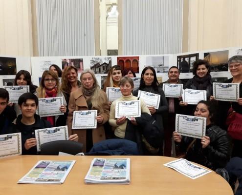 Todos los participantes con sus diplomas.