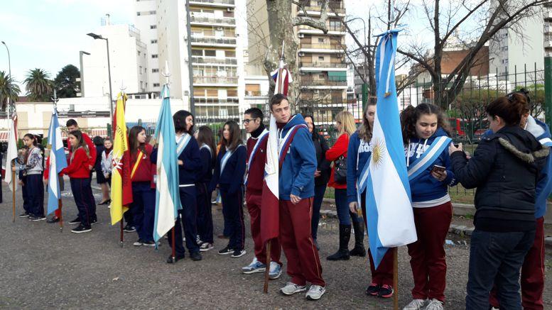 Alumnos de colegios de la zona durante el acto.