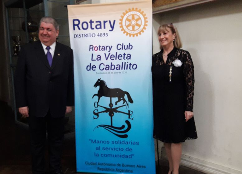 Susana Espósito y Ricardo Pedace, presidente de Rotary Caballito.