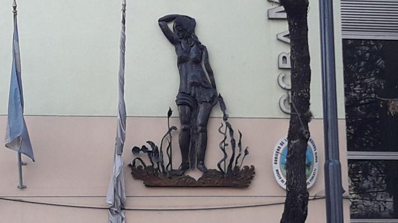 La nueva escultura en la fachada del Museo