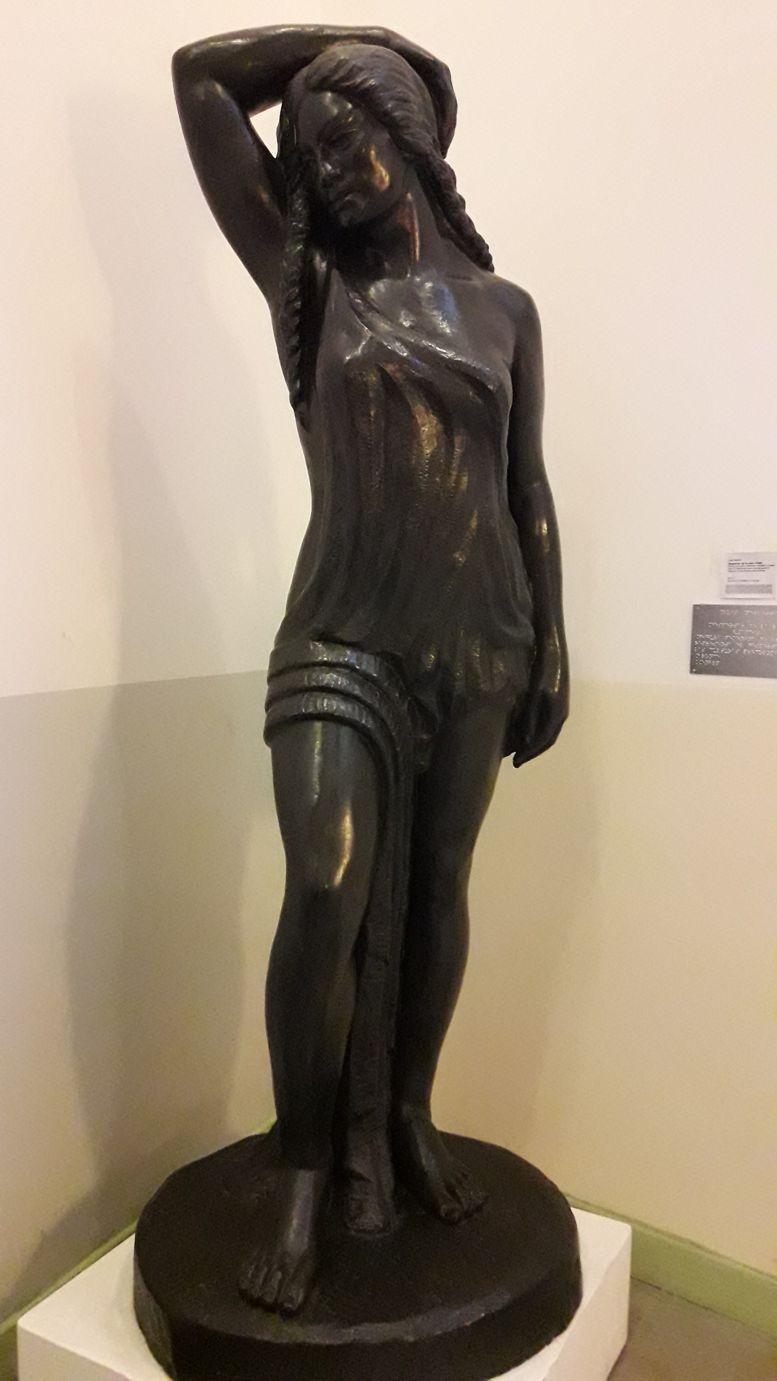"""El original de """"El Despertar de la Raza"""" en el interior del Museo"""