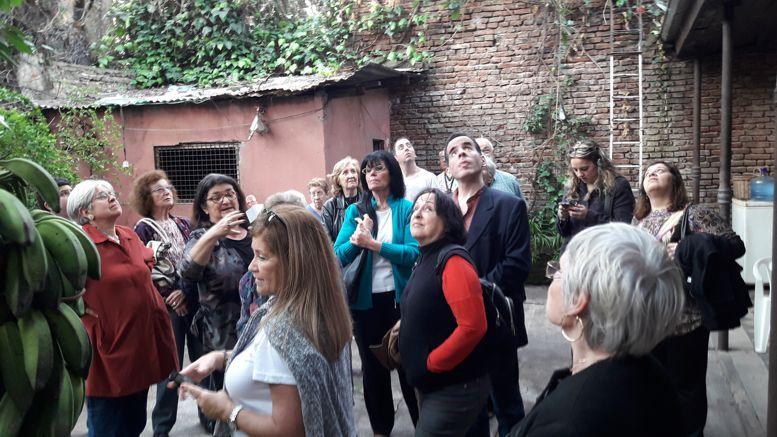 Parte del grupo de visitantes durante la recorrida.