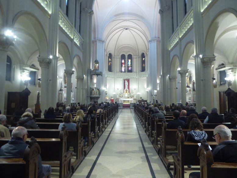 Interior de la parroquia Santa Julia