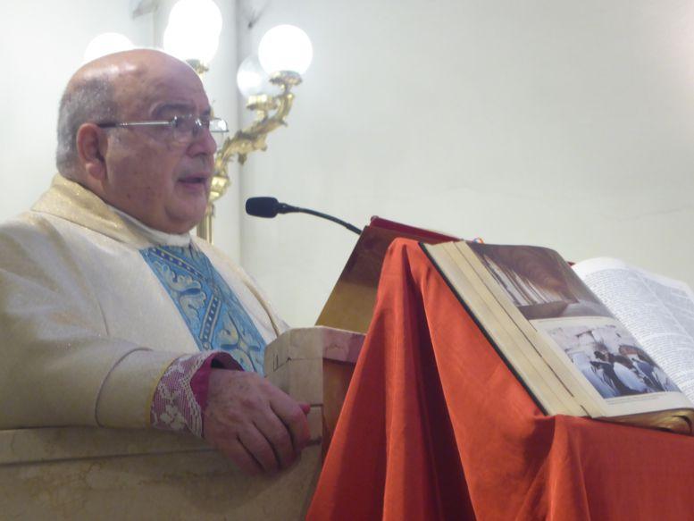 Monseñor Antonio Aloisio  relató detalladamente la historia de la Virgen Patrona del barrio.
