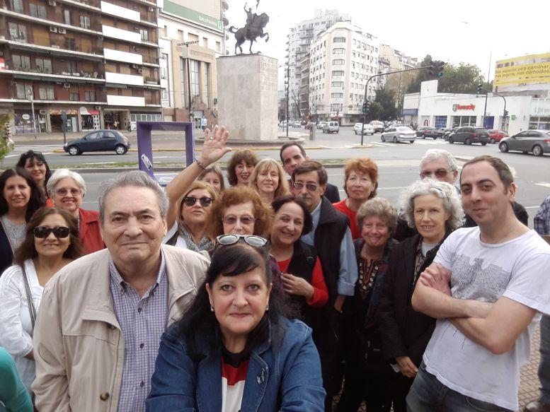 La Visita organizada por la Revista Horizonte y el Periódico ABC comenzó en el Monumento al Cid Campeador