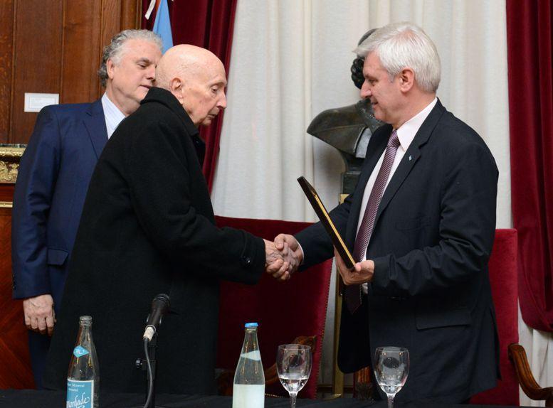 Roberto Fanego junto al legislador Emilio Raposo Varela