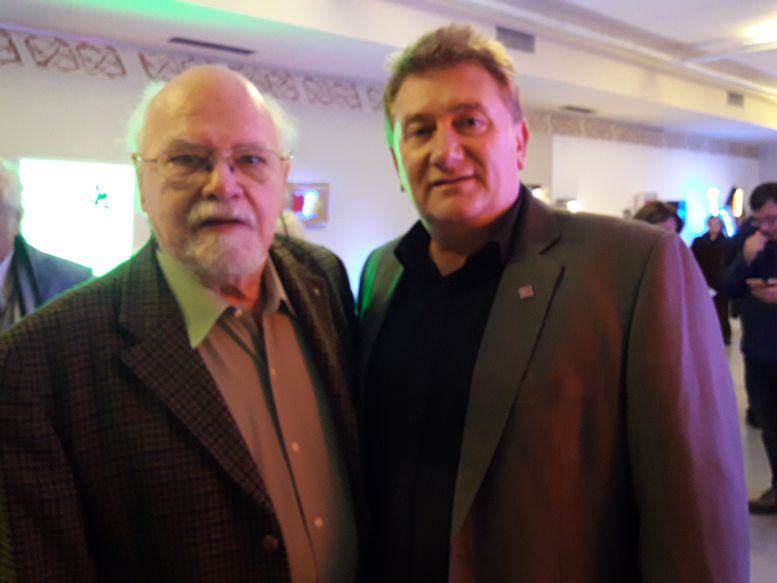 Darío Klehr junto a Osvaldo Centoira, director de la Galería de Arte Centoira.