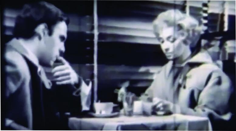María Aurelia Bisutti y Emilio Alfaro en la Mesa 10 del actual Café El Coleccionista.