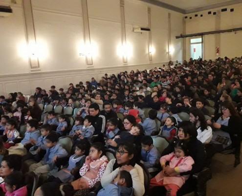 Más de 430 alumnos colmaron el Teatro del Club Italiano