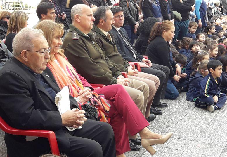 Autoridades e invitados durante el acto de inauguración.