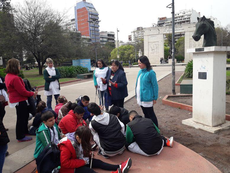 Los chicos siguieron con atención los diferentes relatos de Marina Bussio.