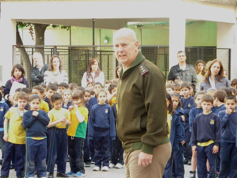 El Director del Colegio, Cnel. Juan José Collins dio la bienvenida a los presentes