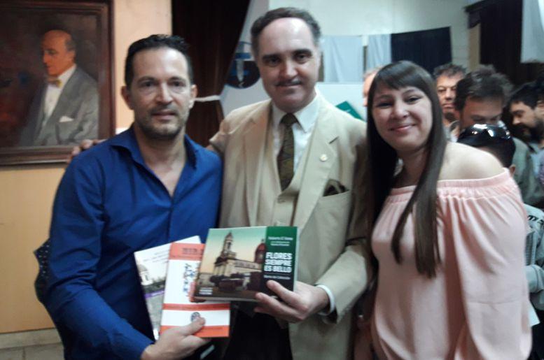 Roberto D¨Anna y Natalia Rivarola, autores del libro junto a Arnaldo Miranda expresidente de la Junta de Estudios Históricos de Buenos Aires.