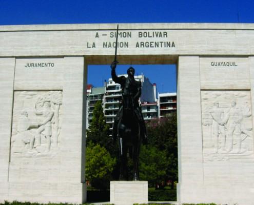 Monumento a Bolivar inaugurado en octubre de 1942