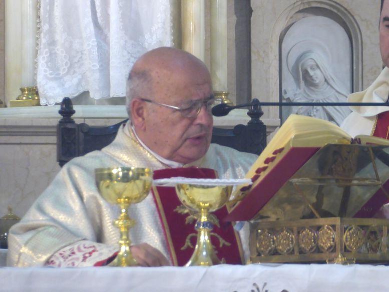 Monseñor Antonio Aloisio durante la celebración de la Misa.