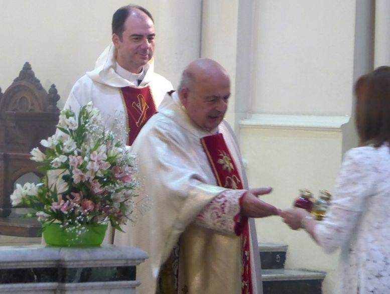 Rosa, la hermana de monseñor estuvo presente en el homenaje.