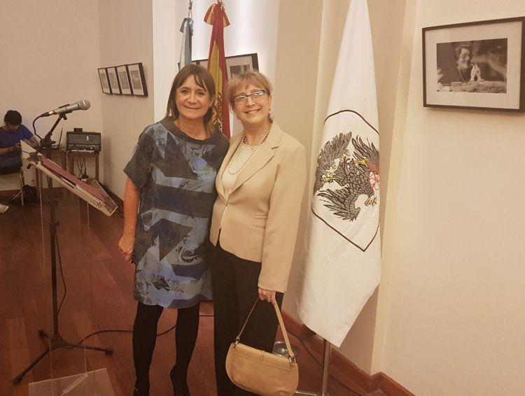 Julia Hernando, presidente del Centro Burgalés y Susana Espósito, presidente del Rotary Club La Veleta de Caballito.