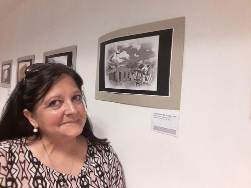 Marina Bussio, directora de la Revista Horizonte refiriéndose a a muestra.