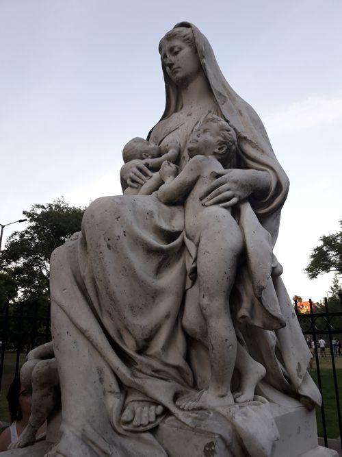 La Caridad, Plaza Irlanda,