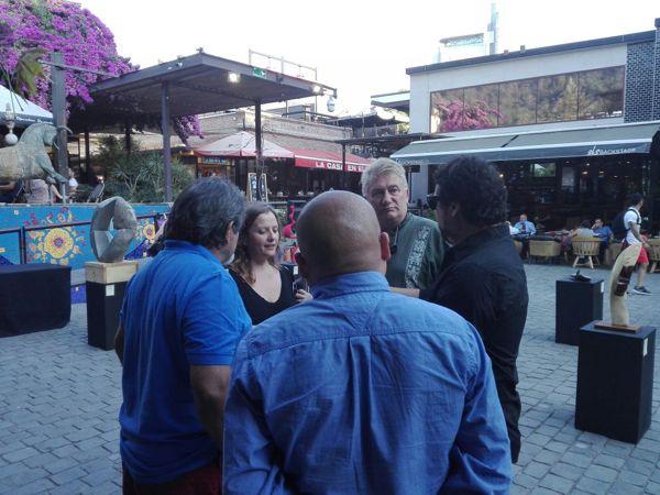 Darío Klehr con otros artistas en la exposición,