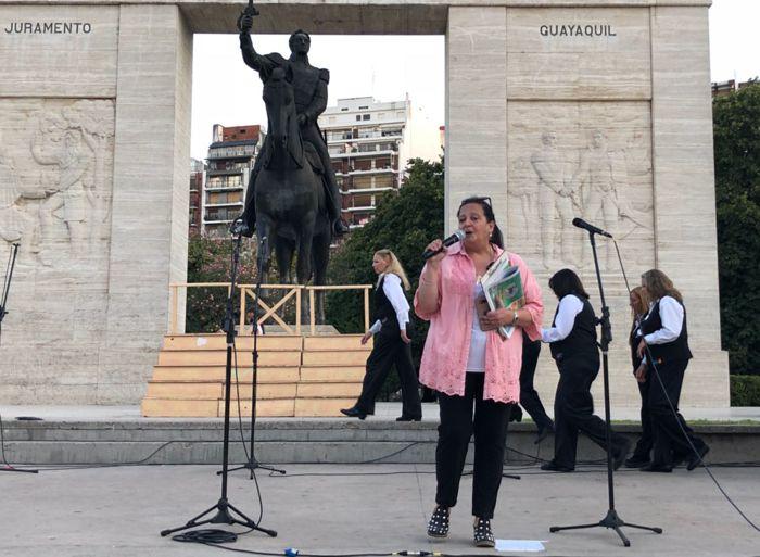 Marina Bussio, directora de Horizonte tuvo a su cargo a presentación del Coro