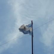 Nueva bandera en la Plaza Primera Junta.