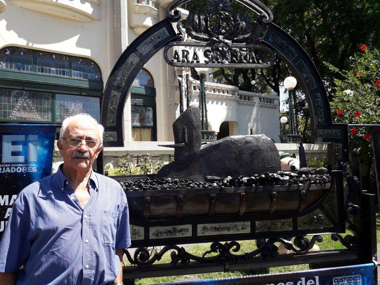 El Capitán de Navío Carlos Alberto Zavalla con el ARA San Juan