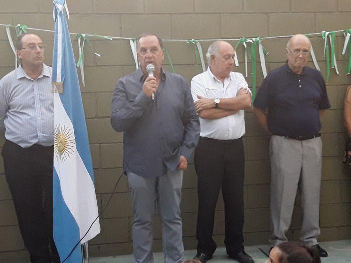 El presidente del club, Daniel Pandolfi; y el vicepresidente primero Alberto De Aloysio, junto a otras autoridades.
