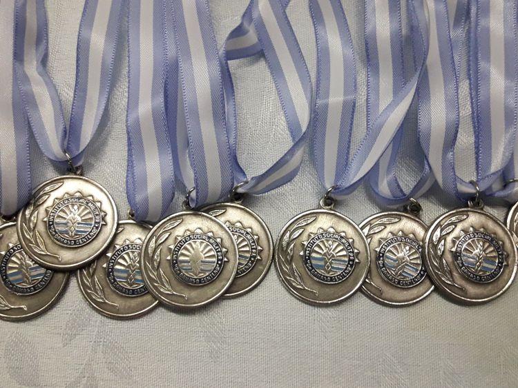 Las medallas listas para ser entregadas