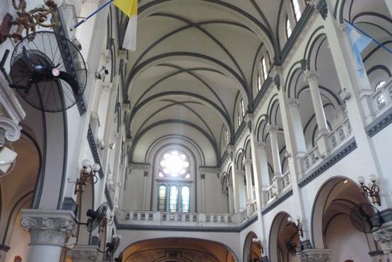 Interior de la Parroquia Nuestra Señora de Caacupé