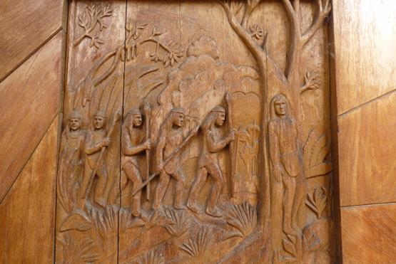 Talla en madera que representa de Leyenda de Caacupé