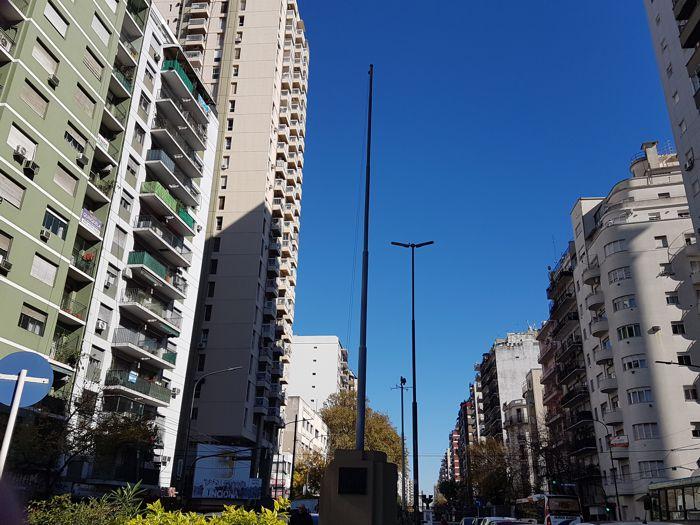 La Plaza Primera Junta, desde hace varios meses, sin bandera.