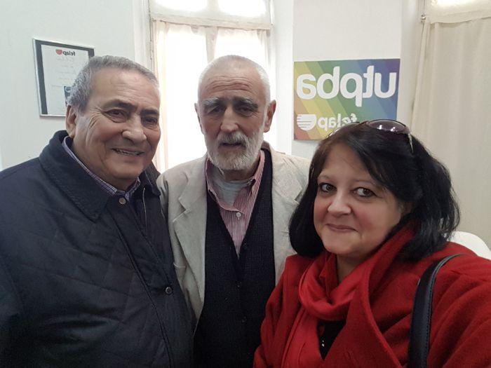 Arnaldo Goenaga, director del Periódico ABC, y Marina Bussio, directora de Horizonte, junto a Andrew Graham Yooll