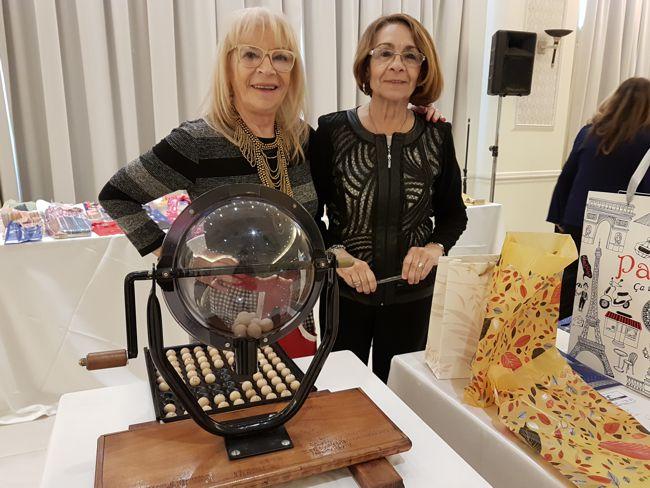 Susana Veiga, presidente de la Rueda Femenina de Rotary Caballito y Hebe Rojo, a cargo de la organización del evento.