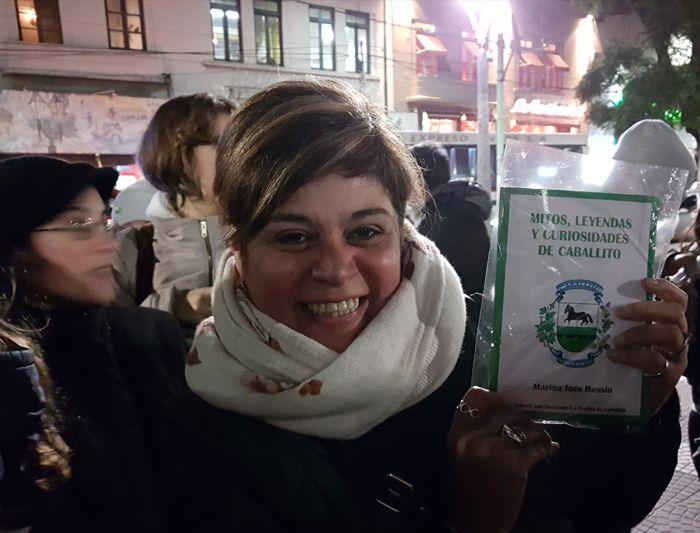 """Al finalizar se sorteó un ejemplar del libro """"Mitos, Leyendas y Curiosidades de Caballito"""", ganado por Andrea."""