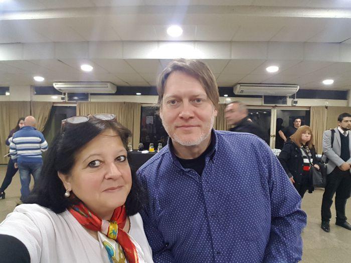 """Pablo Rubín, presidente de la Asociación de Medios Vecinales y Marina Bussio, directora de """"Horizonte"""" la Revista de Caballito."""