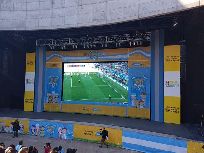 Pantalla Gigante en el escenario de 18 metros.