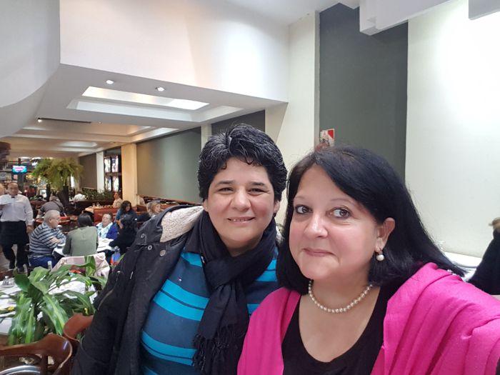 Marina Bussio junto a Marita Curi, integrante de Junta Comunal de Caballito.